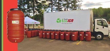 Distribution de barils récupérateurs d'eau de pluie par le Fonds Éco IGA