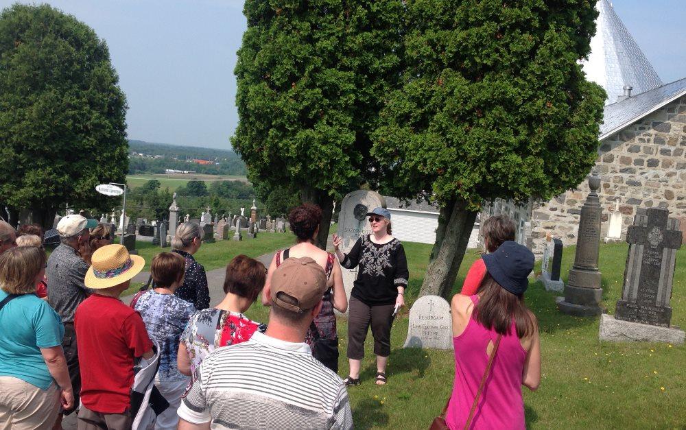Visite de cimetière par Nancy Shaink