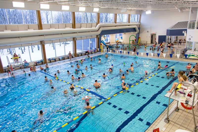 Bain libre familial à la piscine Édouard-Dubord de Victoriaville