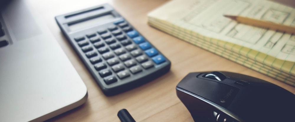Calculatrice, papeterie et équipements