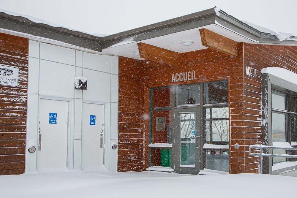 En période hivernale, les salles de bain publiques sont ouvertes 7 jours sur 7, de 9h à 16h