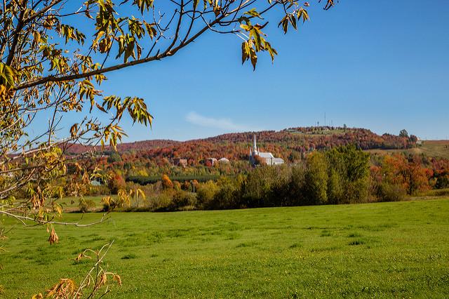 Le Mont Arthabaska et l'église Saint-Christophe, à Victoriaville