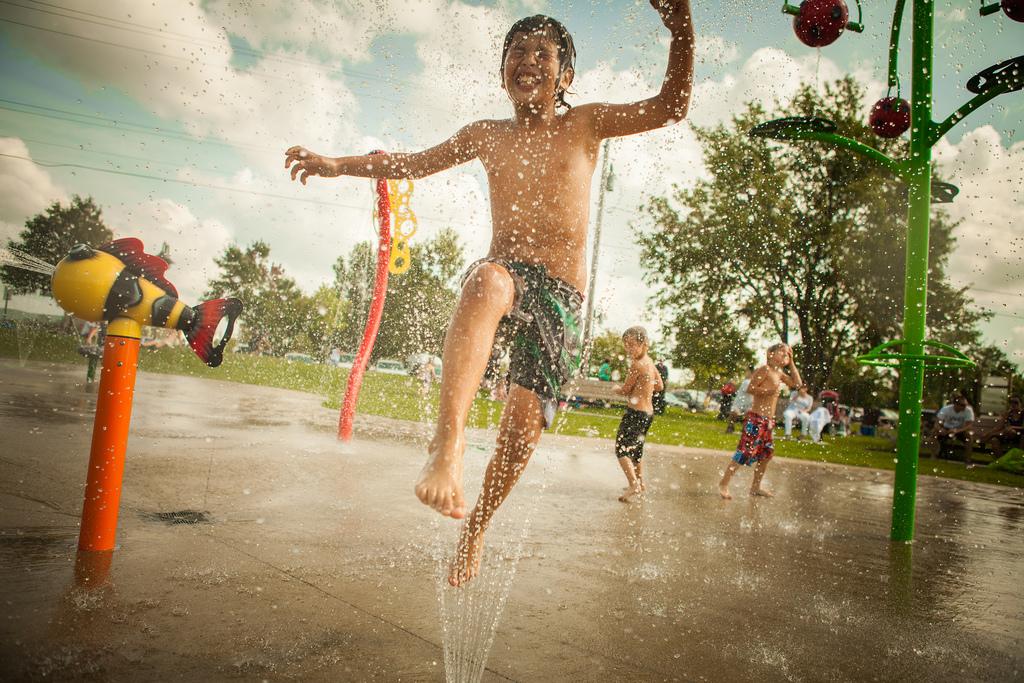 Jeux d'eau pour petits et grands au réservoir Beaudet de Victoriaville
