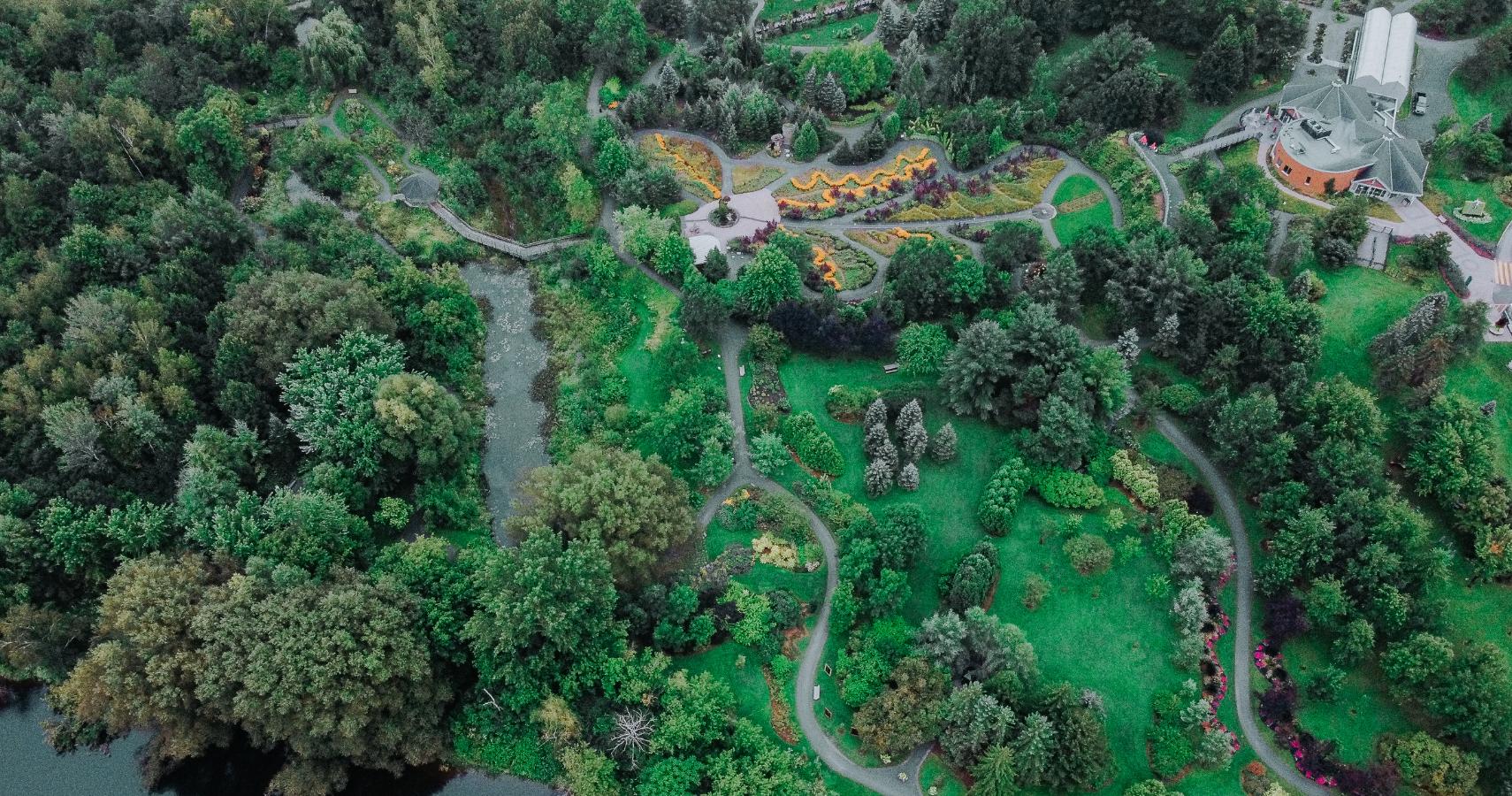 Le Parc Marie-Victorin c'est 6 jardins thématiques, une serre tropicale, des mosaïcultures et tellement plus - Crédit photo: Les Maximes