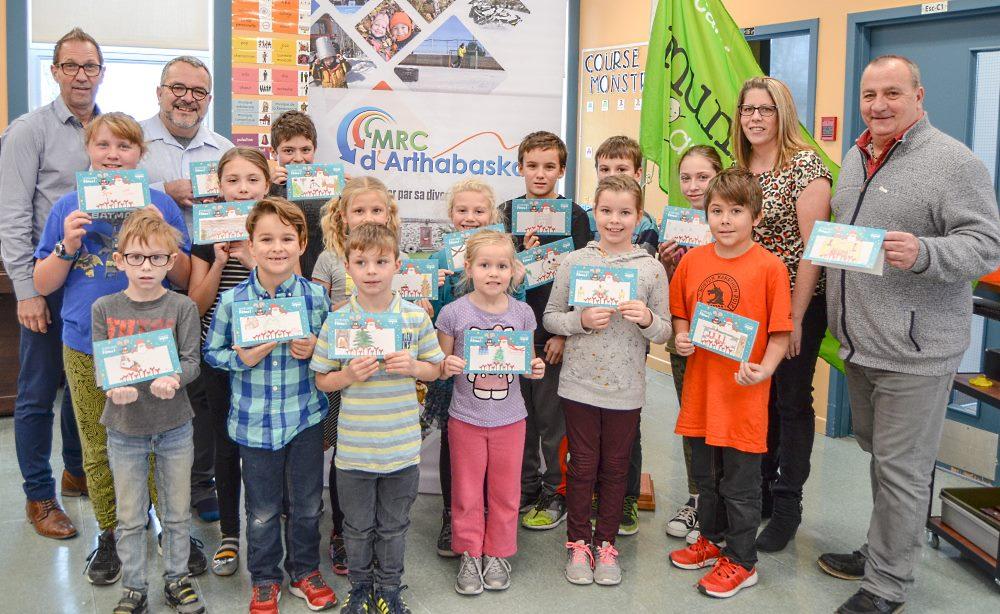 Les élèves de niveau primaire de l'école La Sapinière de Ste-Clotilde-de-Horton