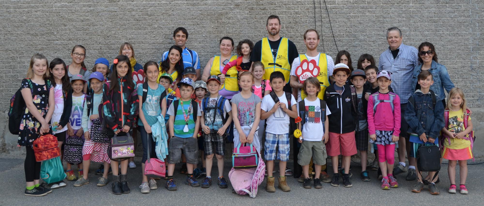Responsables, bénévoles et élèves participant au projet Trottibus à l'école Notre-Dame-des-Bois-Francs de Victoriaville