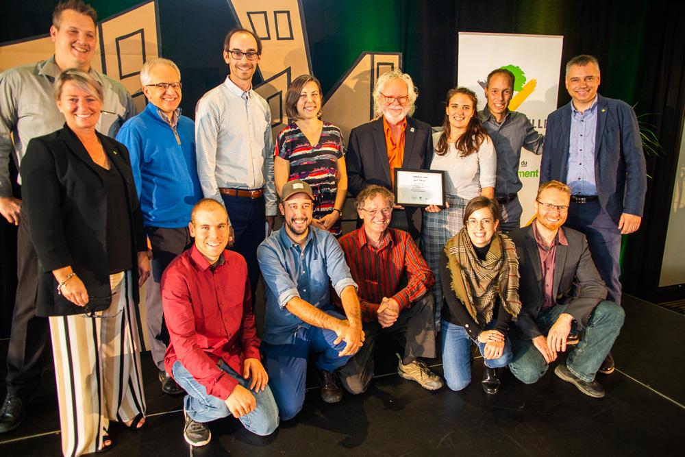 Le projet Camarade + conçu par l'équipe de la municipalité de Saint-Adrien a remporté le grand prix du jury et le prix du public pour une bourse d'une valeur de 15,000$ parmi les 22 projets réfléchis lors du 5e Forum DD qui s'est déroulé à Victoriaville les 26 et 27 septembre 2019