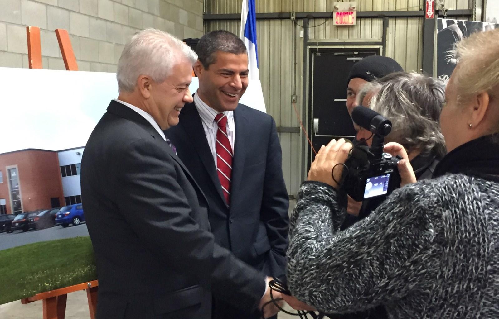 Le président de la CDEVR, M. Johnny Izzi, accompagné du maire de Victoriaville, M. Alain Rayes.