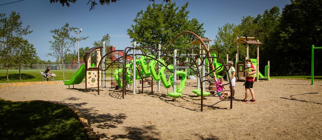 Nouvelle aire de jeux au Parc Terre-des-Jeunes