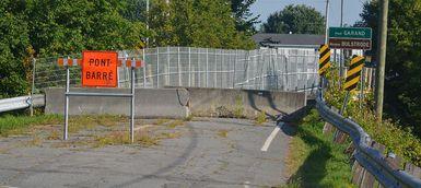 Démolition du pont Garand, enjambant la rivière Bulstrode