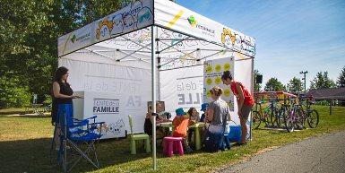 Un endroit dédié aux familles dans les événements publics