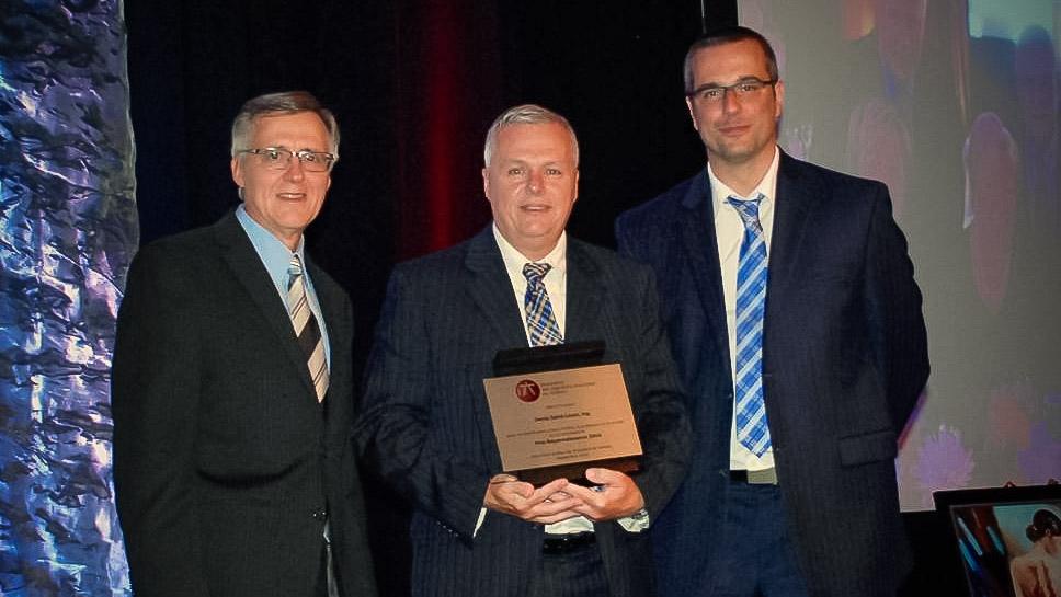 Denis St-Louis reçoit le Prix reconnaissance 2016 de l'AIMQ