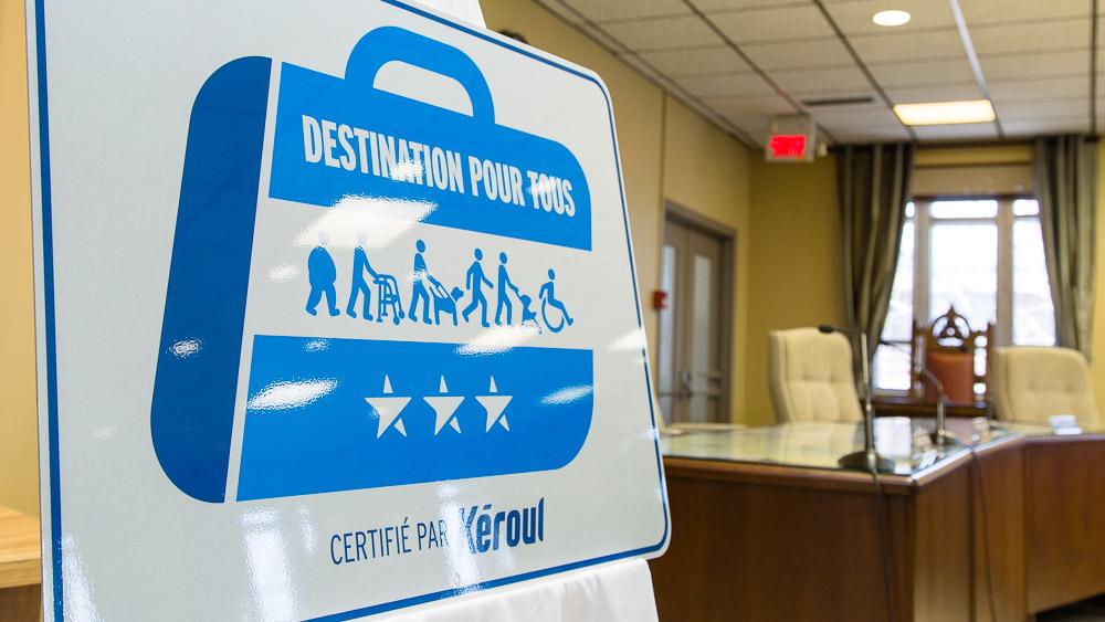 Le Ville de Victoriaville est devenue la première ville du Québec à obtenir la certification Destination pour tous, soit une municipalité qui propose une offre touristique accessible, variée et de qualité aux personnes ayant des incapacités.