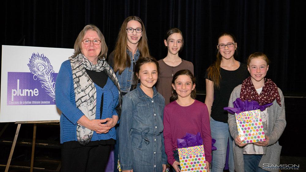 Maureen Martineau, marraine de l'événement, en compagnie des gagnants de la 3e édition du concours Plume.