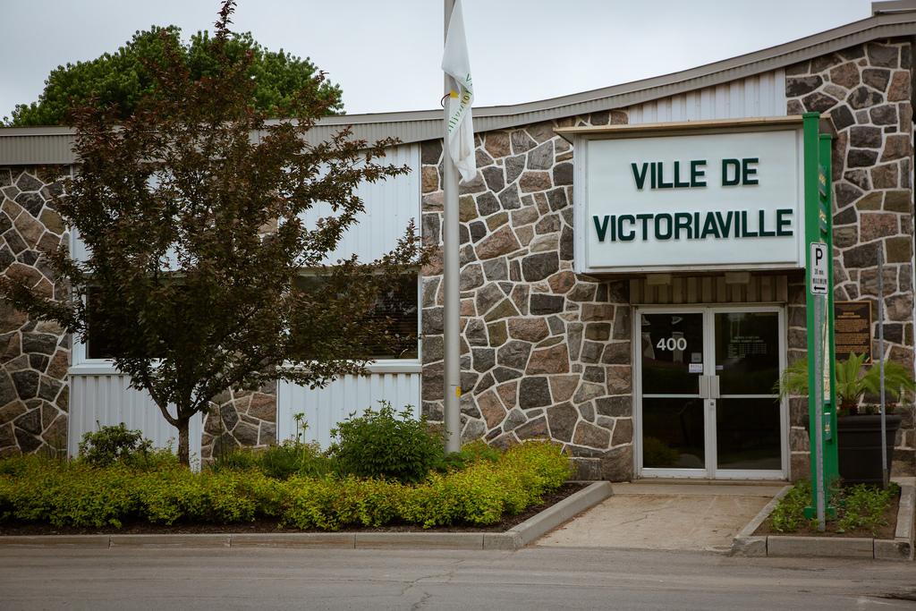 Victoriaville met en berne ses drapeaux en guise de solidarité