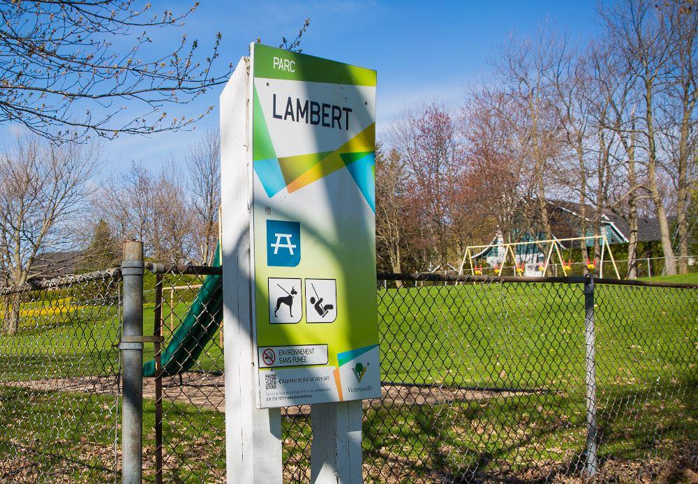 Les structures du parc Lambert, datant de 1972, seront prochainement enlevées pour faire place à de nouveaux modules de jeux destinés aux enfants âgés de 0 à 12 ans.