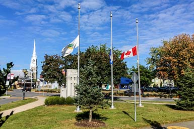 Victoriaville met en berne ses drapeaux