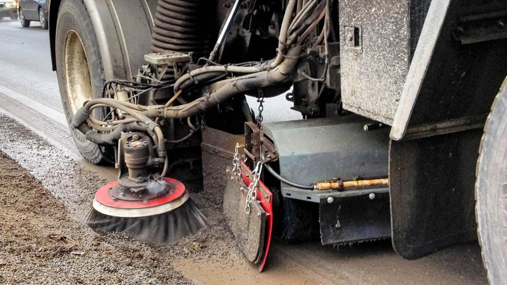 Le Service des travaux publics demande la collaboration de la population durant le nettoyage des rues en portant une attention particulière à la disposition de leurs bacs et à l'emplacement de leur voiture. Il est aussi recommandé de ne pas mettre à la poubelle ni roche ni poussière.