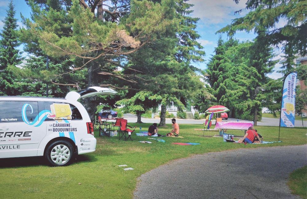 La Caravane des bouquineurs reprend du service cet été et se déplacera sur le territoire de Victoriaville et sa région du 6 juillet au 24 août 2018. Des activités spéciales se dérouleront encore cette année un peu partout, dont à la Place Sainte-Victoire.