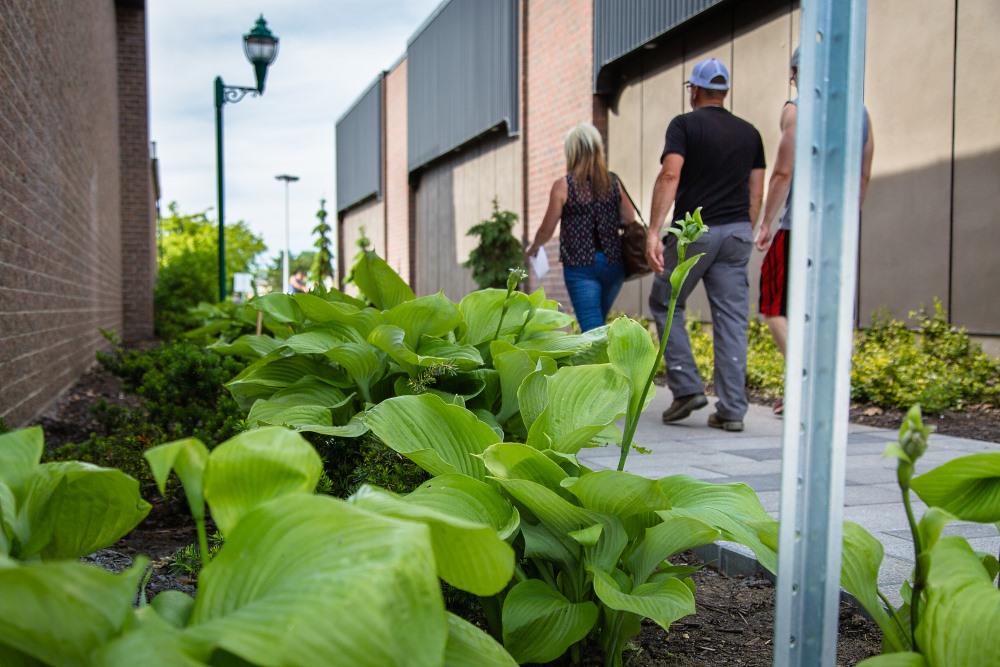 La Ville de Victoriaville, en partenariat avec le programme Milieux de vie en santé de Nature Québec, invite la population à une consultation publique sur l'optimisation du stationnement Pierre-Laporte le mercredi 4 juillet 2018 de 10h à 15h sur le lieu du stationnement, situé derrière la Coopérative La Manne au centre-ville.