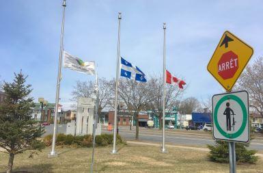 Les drapeaux en berne pour Fredericton
