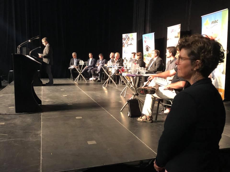 La président de la Table des MRC du Centre-du-Québec, préfète de la MRC de Nicolet-Yamaska et mairesse de Nicolet, Geneviève Dubois.