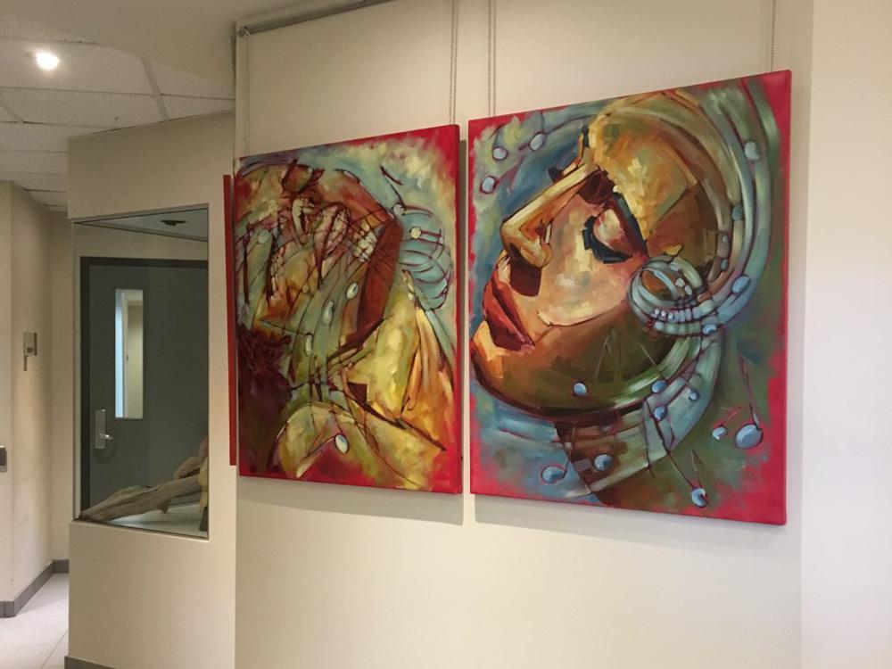 L'oeuvre Duo (36 X 30 pouces), de l'exposition Sérénité, présentée par l'artiste Caroline Dion à l'hôtel de ville de Victoriaville jusqu'en juin.